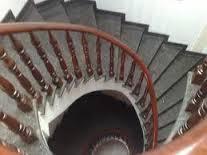 Đá Hoa Cuong ốp lát cầu thang xám loang trắng
