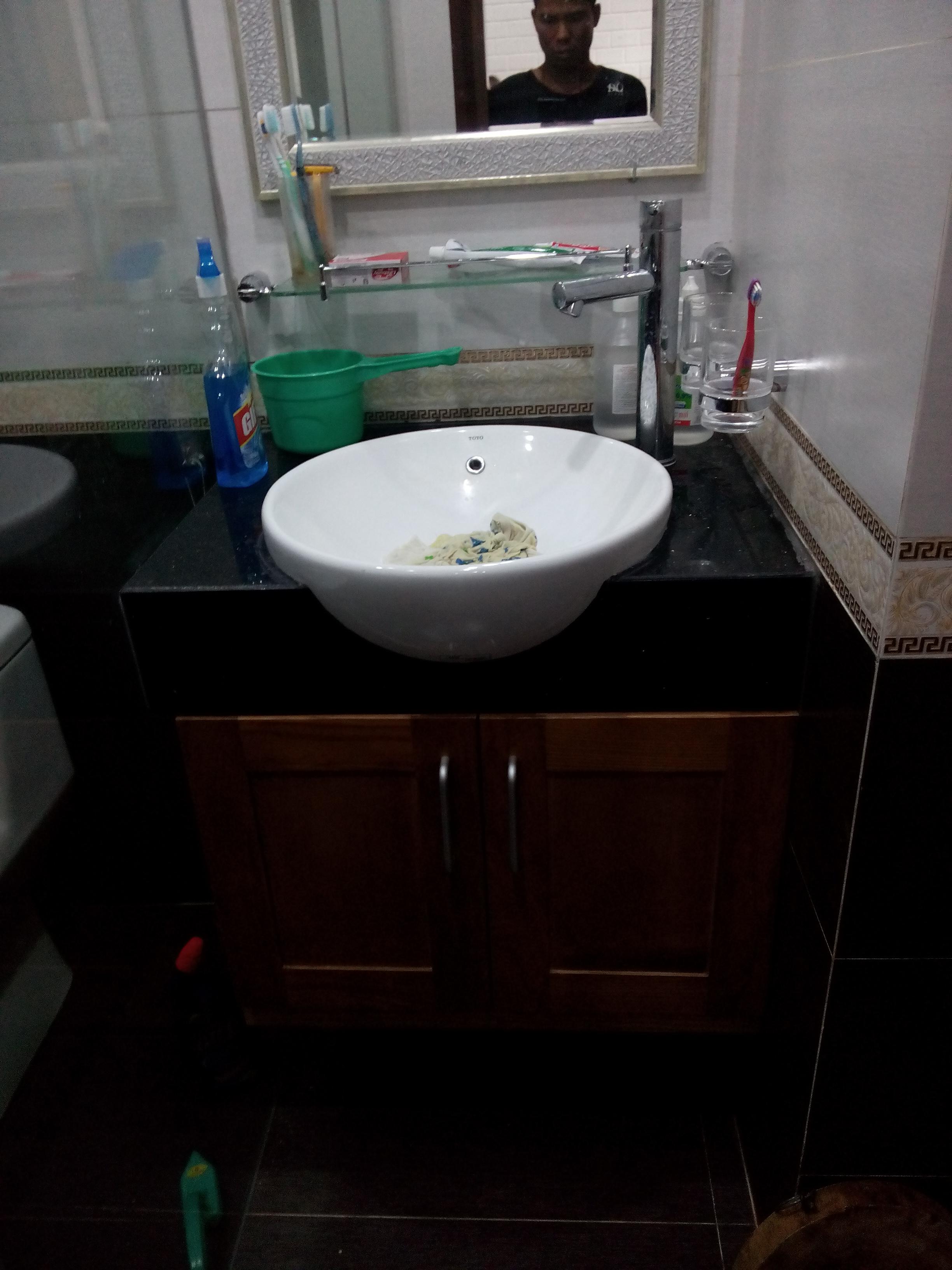 Đá hoa cương đen ốp mặt lavabo