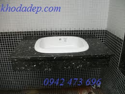 Đá hoa cương đen ốp bề măt lavabo sứ trắng