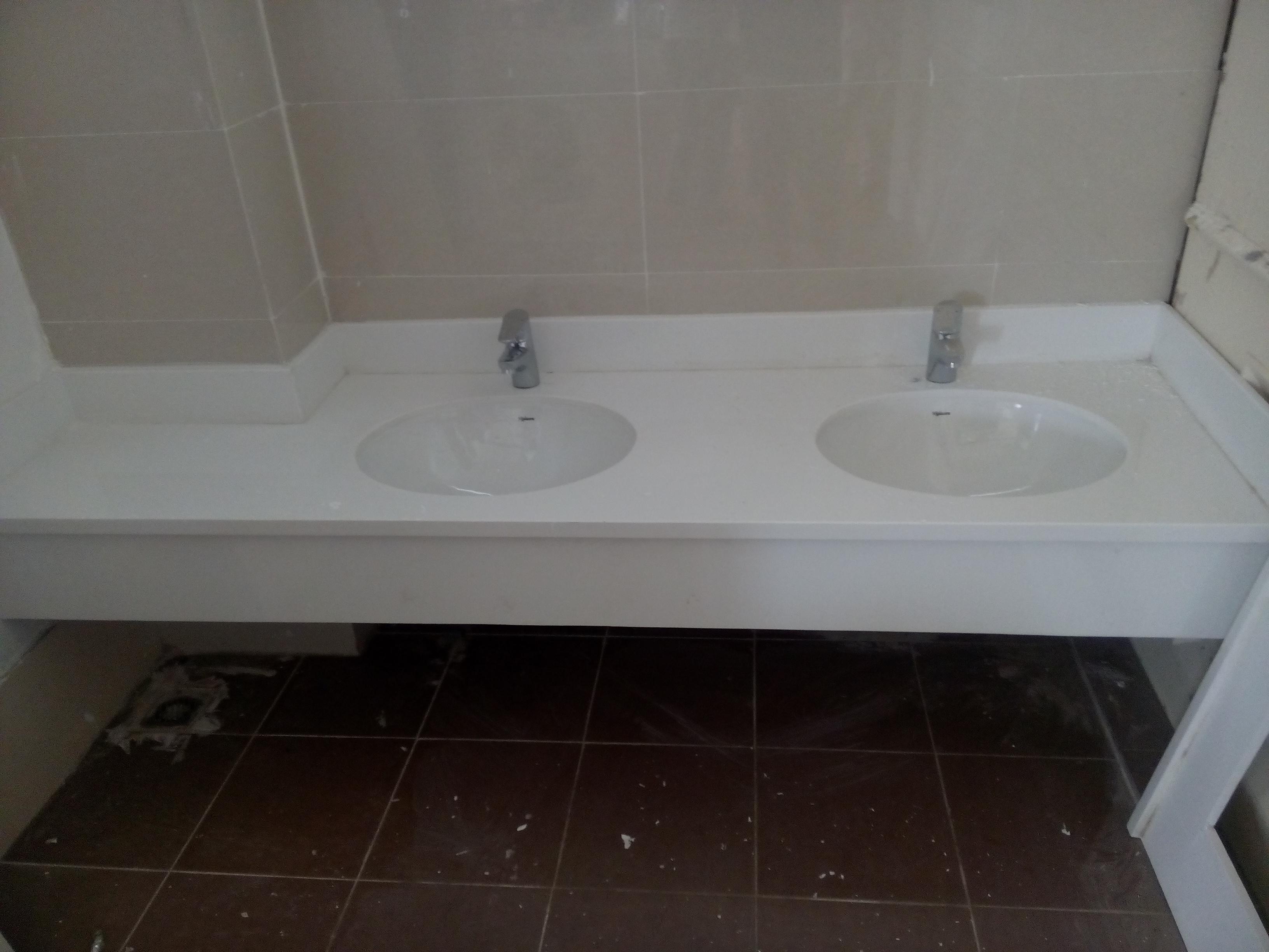Sản phẩm đá ốp bếp trắng sứ dẻo dùng ốp bề mặt chậu rửa