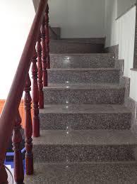 đá cầu thang đen