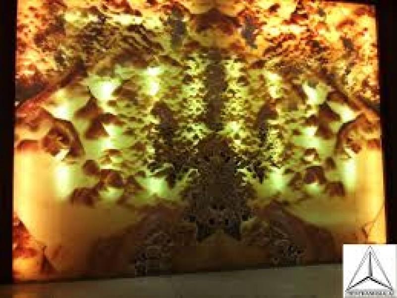 tranh tường bằng chất liệu đá xuyên sáng màu vàng mã 006