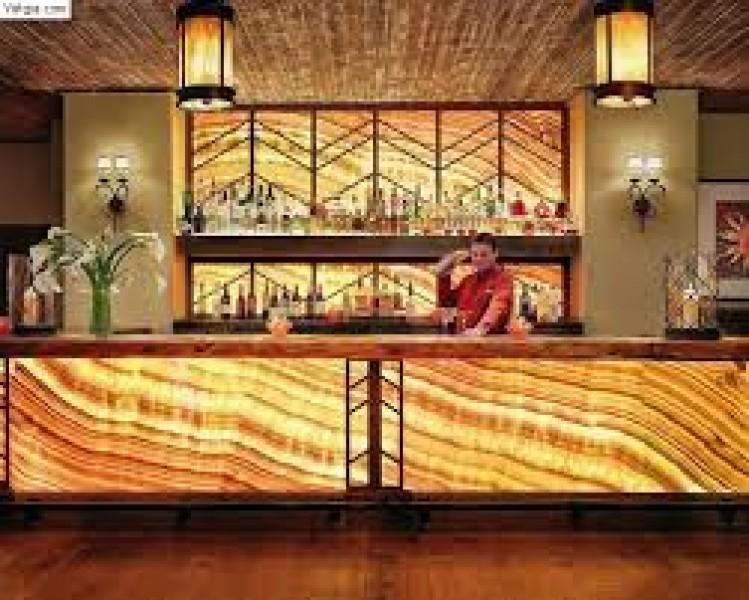 công trình bàn bar bằng chất liệu đá xuyên sáng onyx mẫu đá 010